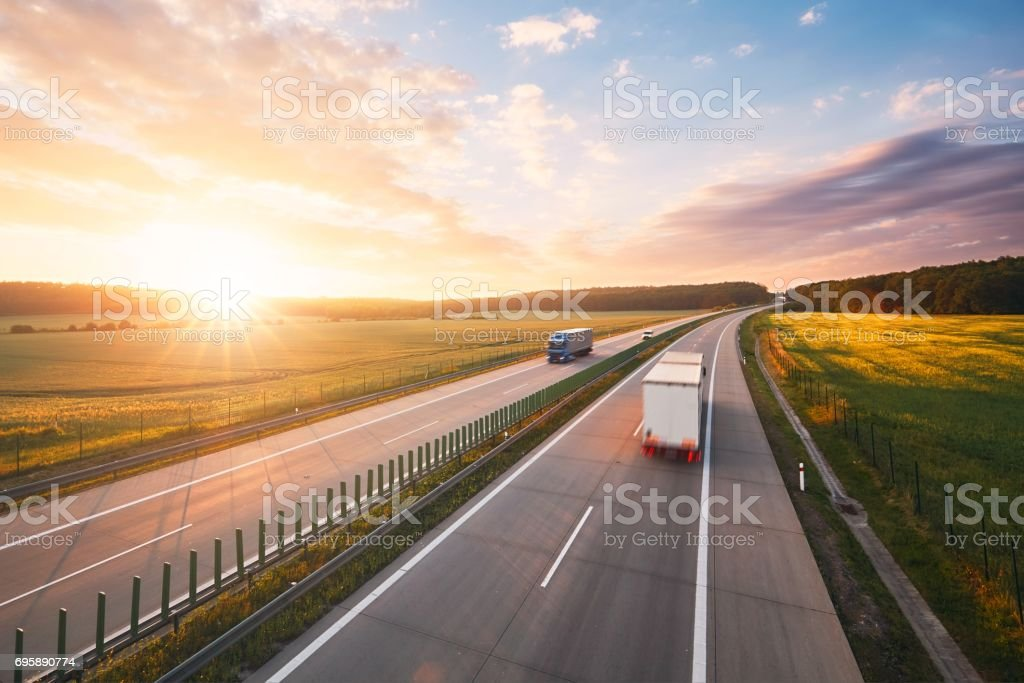 Sunrise on the highway - foto stock