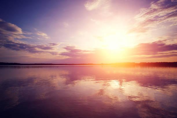soluppgång på sjön - pink sunrise bildbanksfoton och bilder