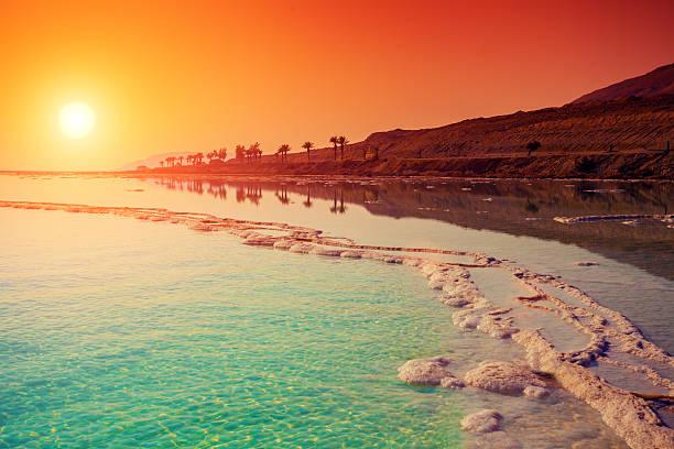 wschód słońca nad morze martwe. - morze martwe zdjęcia i obrazy z banku zdjęć