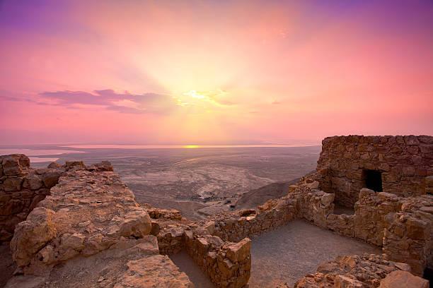 sunrise over masada fortress in judaean desert - israël stockfoto's en -beelden