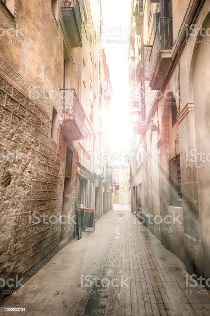 Sonnenaufgang über dem schmalen Straße in Spanien – Foto