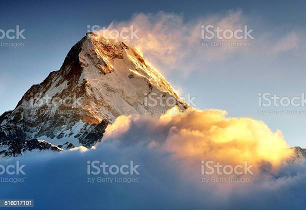 Sunrise over snow capped mountain machapuchare annapurna himalaya picture id516017101?b=1&k=6&m=516017101&s=612x612&h=u5pbgmjp1awko54iufn7zvhseb6cqfthcj3pqfd45hu=