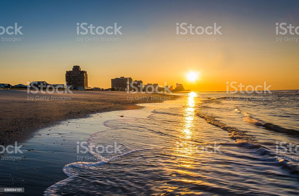 Sunrise over the Atlantic Ocean at Ventnor Beach, New Jersey. stock photo