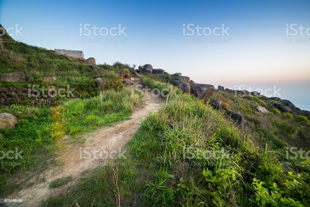 Küçük lane ile dağ üzerinde gündoğumu royalty-free stock photo