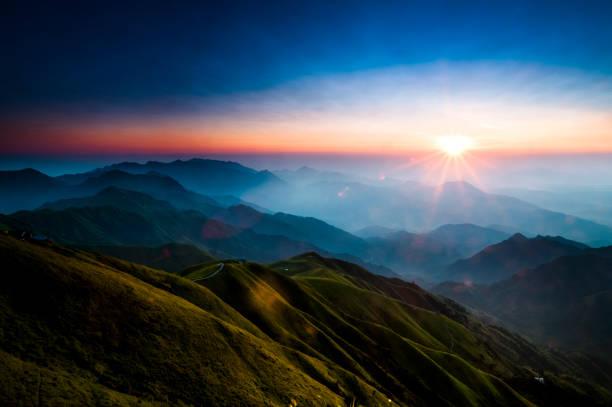 Nascer do sol - foto de acervo
