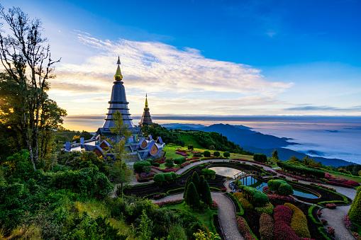 Sunriseszene Von Zwei Pagode Auf Der Oberseite Inthanon Berg Doi Inthanon Nationalpark Chiang Mai Thailand Stockfoto und mehr Bilder von Alt