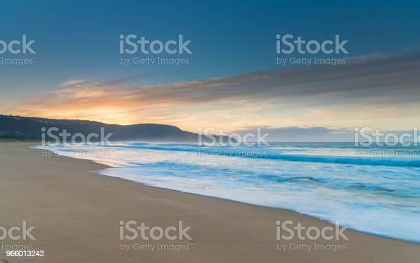 Sunrise Seascape - Fotografias de stock e mais imagens de Amanhecer