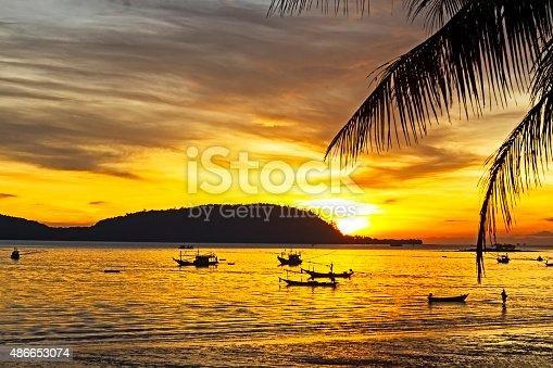 494377786istockphoto Sunrise silhouette folwkways 486653074