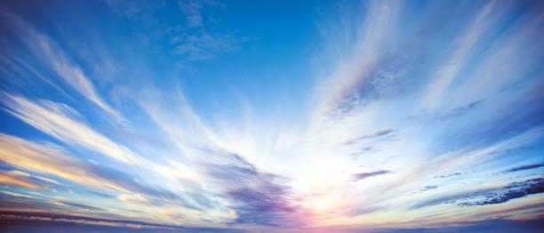 日の出夏空のパノラマ - 朝日 ストックフォトと画像