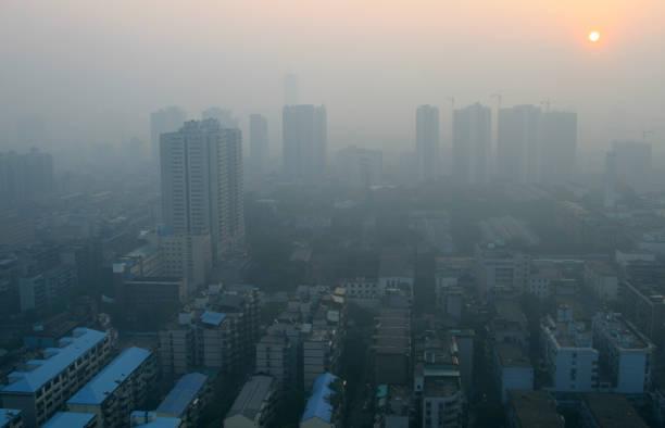 modern çin city smog aracılığıyla gündoğumu - guangdong i̇li stok fotoğraflar ve resimler