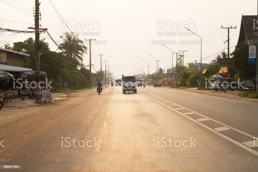 Sunrise trafik scen i utkanten av Vientiane royaltyfri bildbanksbilder