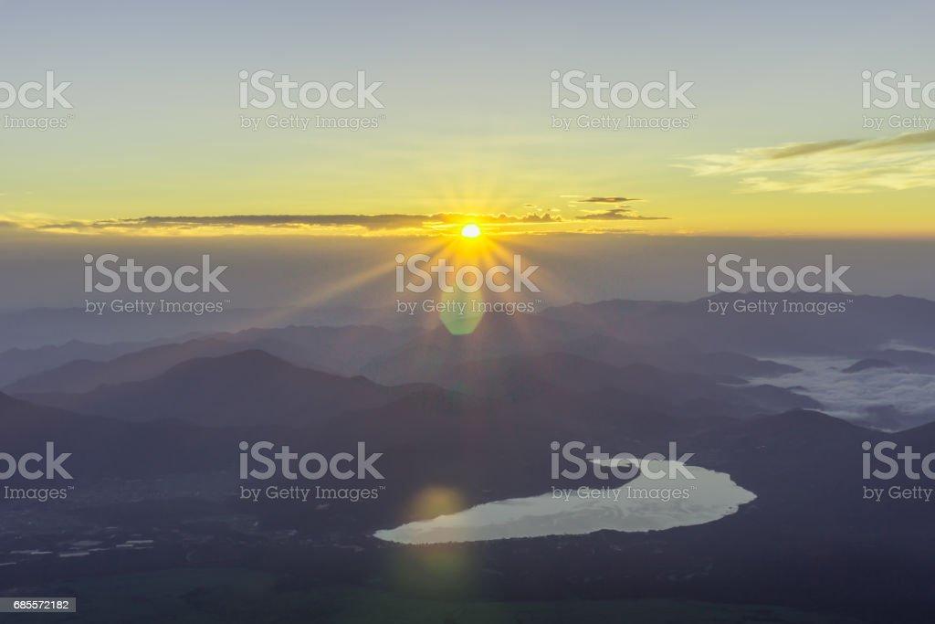 후 지 산의 정상에서 일출 보기 royalty-free 스톡 사진