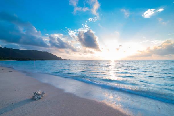 Sunrise view of the pacific ocean picture id1130200184?b=1&k=6&m=1130200184&s=612x612&w=0&h=njlfldl k1idkdexelxwqsp yr6q 0jqm44ai2yvuj4=