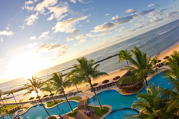 wschód słońca na ciebie czekać w arraial d'ajuda eco resort - kurort turystyczny zdjęcia i obrazy z banku zdjęć