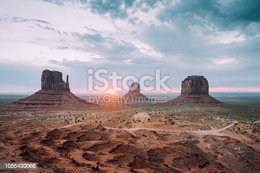 Sunrising in Monument Valley
