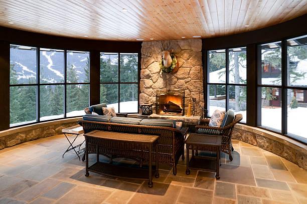 sonnenraum kamin house-home interior - veranda decke stock-fotos und bilder