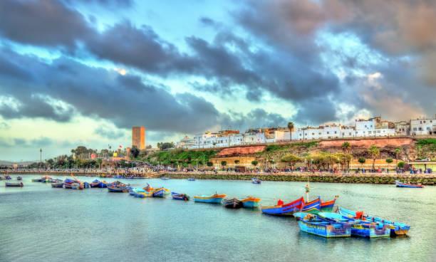 solnedgång ovanför rabat och floden bou regreg, marocko - rabat marocko bildbanksfoton och bilder