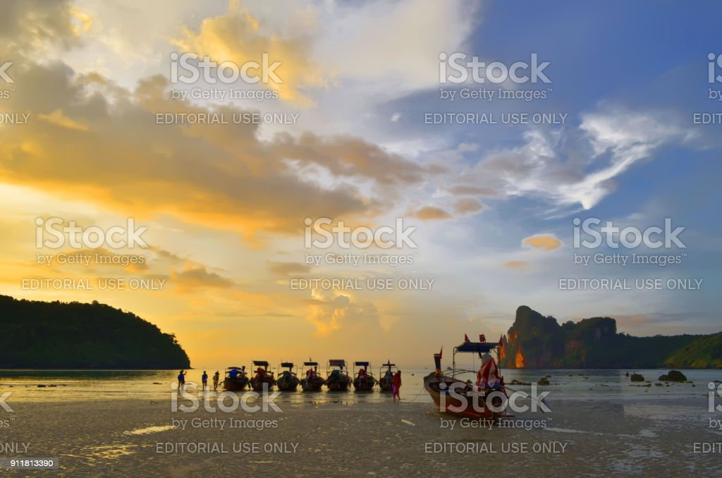 Sunset above the Loh Dalum bay at low tide on Koh Phi Phi Don stock photo