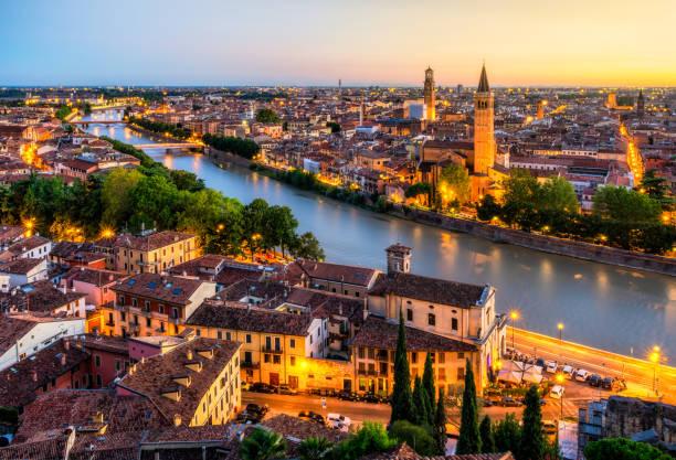 zonsondergang luchtfoto van verona. italië - italie stockfoto's en -beelden