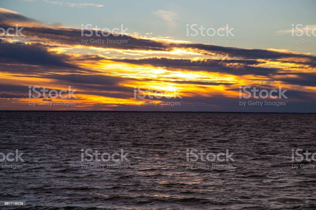 Sonnenuntergang auf einem See in Finnland – Foto