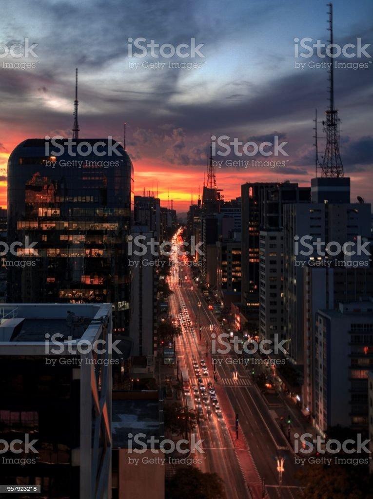 Sonnenuntergang an der Avenida Paulista – Foto
