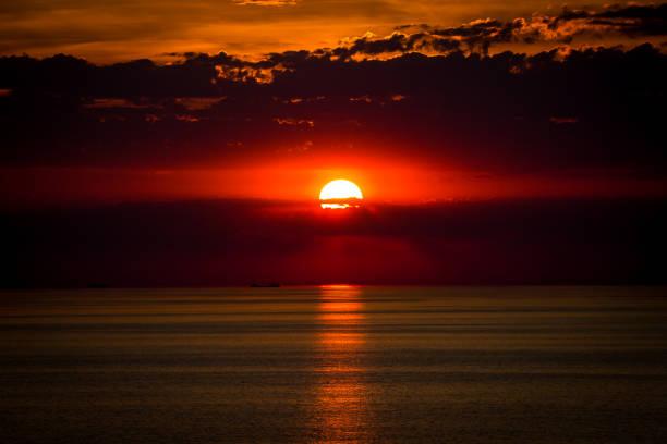 Sonnenuntergang an der Ostsee mit Wolken – Foto