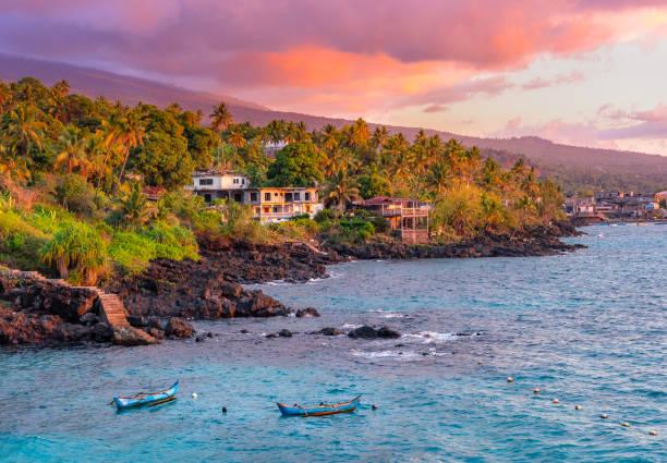 coucher de soleil à la plage sur l'île de grande comore comores - comores photos et images de collection