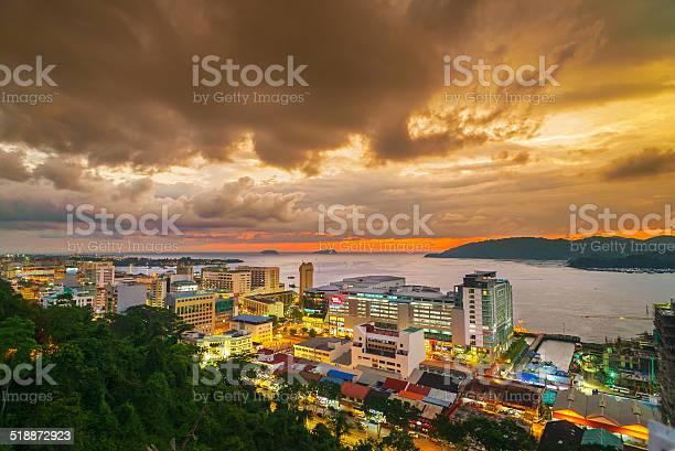 夕暮れのコタキナバル市 - コタキナバルのストックフォトや画像を多数ご用意