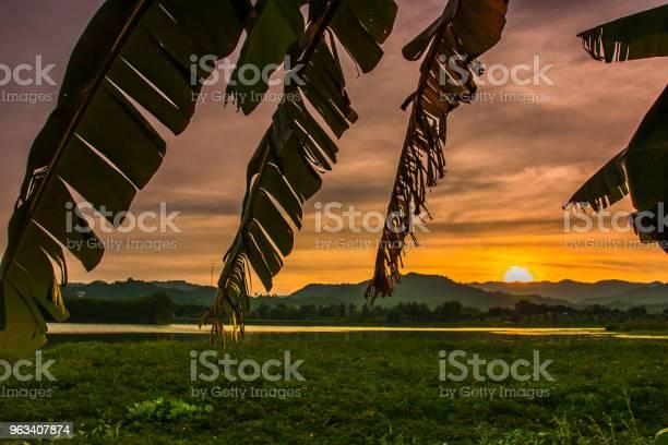 Zachód Słońca W Górach - zdjęcia stockowe i więcej obrazów Bez ludzi
