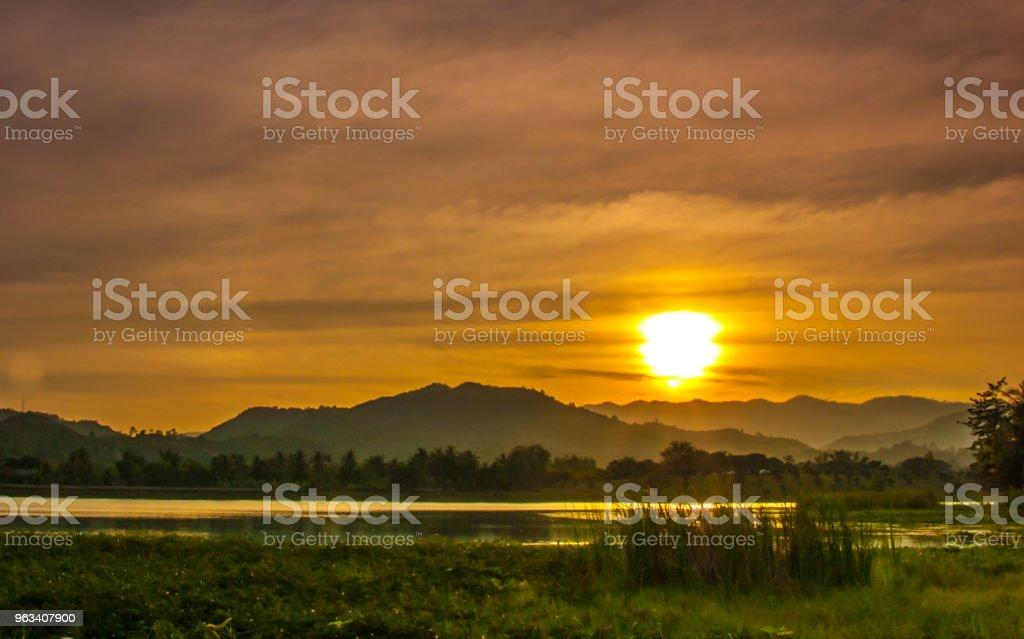 Sunset at mountain - Zbiór zdjęć royalty-free (Bez ludzi)