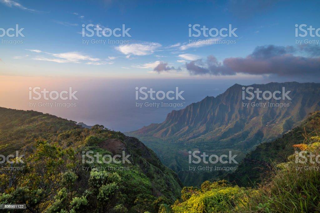 Atardecer en costa de Na Pali - foto de stock