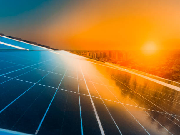 光伏太陽能電池板上的日落 - 太陽能電池板 個照片及圖片檔