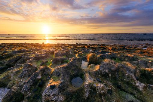 리유니언 섬에서 세인트 레이 해변에서 일몰 0명에 대한 스톡 사진 및 기타 이미지