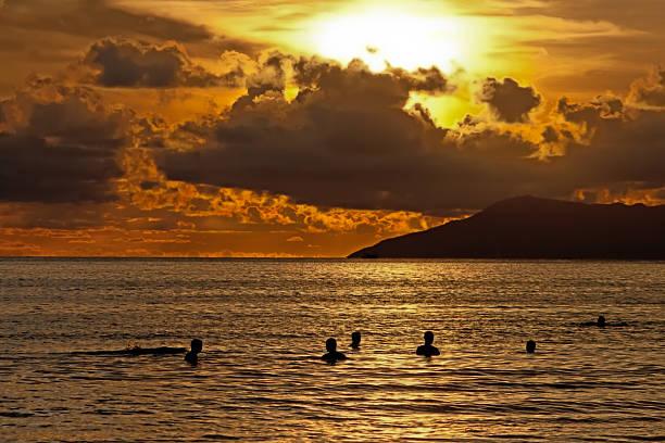 Sonnenuntergang am Meer, Sanya, Hainan. – Foto