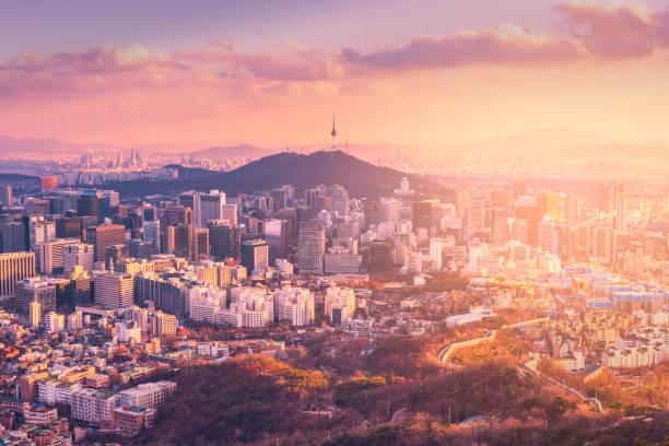 Puesta de sol en el horizonte de la ciudad de Seúl, la mejor vista de Corea del sur. - foto de stock