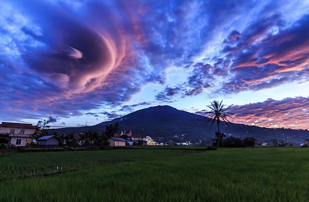 sunset at singgalang mountain - lenticular stock-fotos und bilder