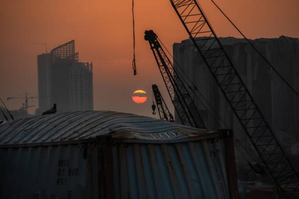 2020 年貝魯特港爆炸的日落。 - beirut explosion 個照片及圖片檔