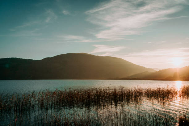 Sonnenuntergang am Seenlandschaft – Foto