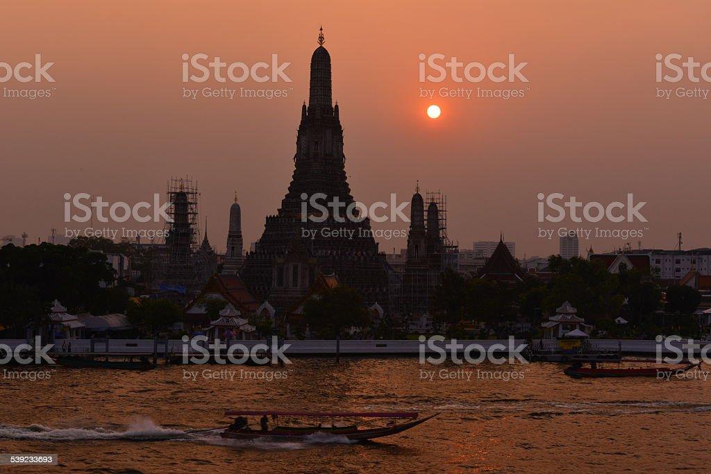 Sunset at Wat Arun (templo del amanecer Bangkok), foto de stock libre de derechos