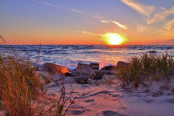 sunset beach - lake michigan strände stock-fotos und bilder