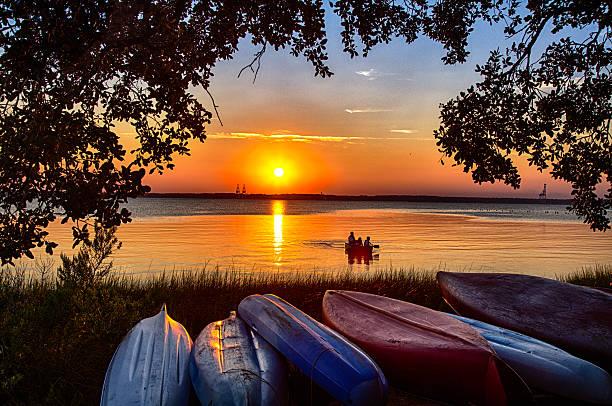 Kanu fahren bei Sonnenuntergang – Foto