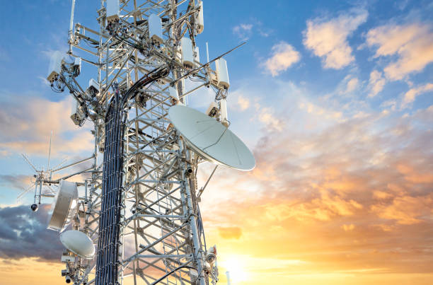 5g sunset cell tower: cellular communications tower for mobile phone and video data transmission - ripetitore per telefoni cellulari foto e immagini stock
