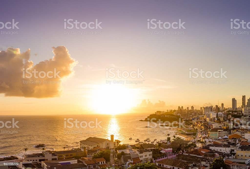 Pôr-do-sol na cidade - foto de acervo