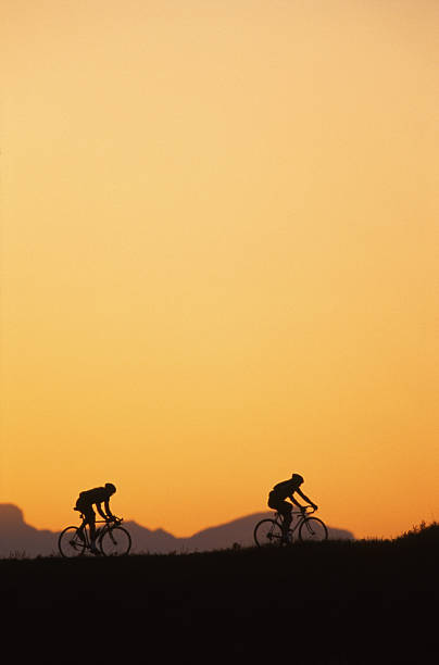 sunset cyclo-cross fahrer - cyclocross stock-fotos und bilder