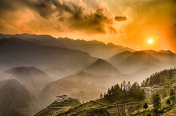 Sunset, Fansipan, Sapa, Vietnam Sunset over Fansipan (Phan Xi Păng), Vietnam's and Indochina's highest mountain, seen from Sapa (Sa Pa), Vietnam, March 21st 2016 indochina stock pictures, royalty-free photos & images