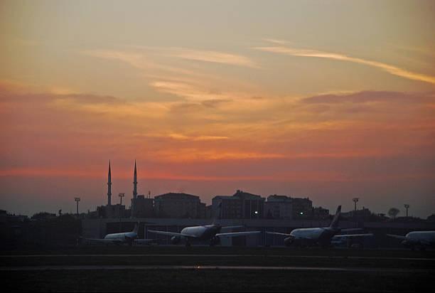 Sonnenuntergang vom Flughafen – Foto