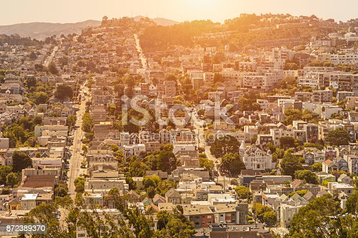 istock Sunset in a residential District in San Francisco, California 872389370