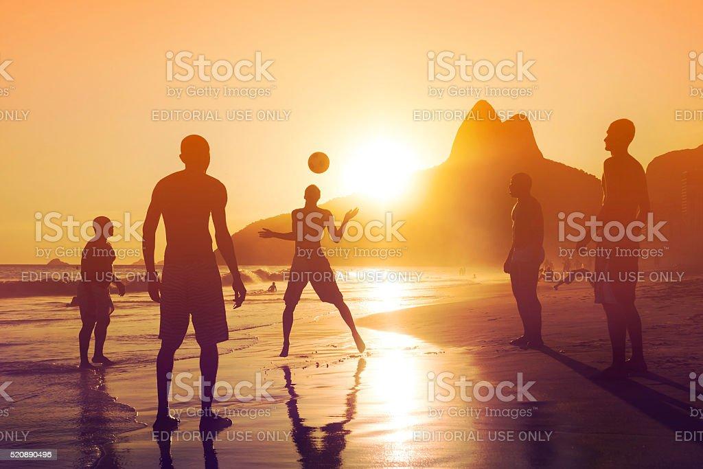 Pôr do sol na praia de Ipanema, Rio de Janeiro, Brasil - foto de acervo