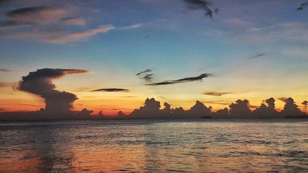 Sonnenuntergang in koh lanta in Thailand – Foto