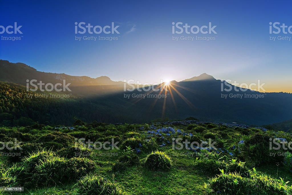 Coucher de soleil dans les montagnes de lekanda peak - Photo